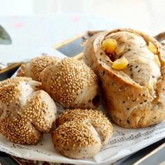 ホシノ天然酵母でトレコンブロート〜たっぷりの胡麻と三種の穀物のパン〜