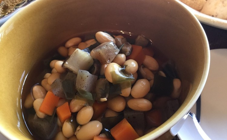 ☆おかず五目豆〜水煮した大豆とたっぷり野菜を煮ます♪