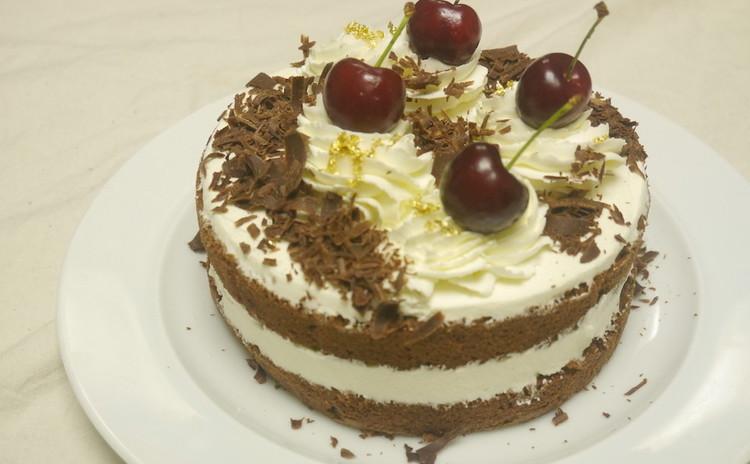 *フォレノワール*チェリーとチョコのケーキ