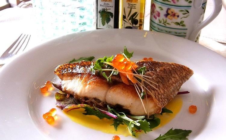 皮パリッ魚のポワレ 夏野菜のグリルやゴボウのペンネ レモンのデザート付
