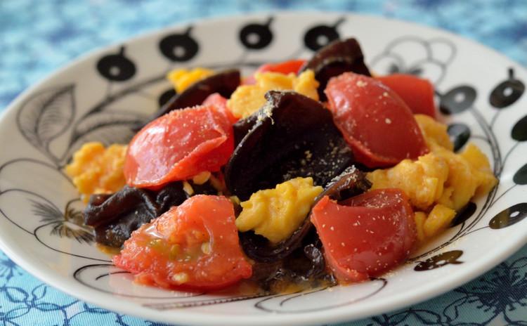 きくらげとトマトの甘辛卵炒め