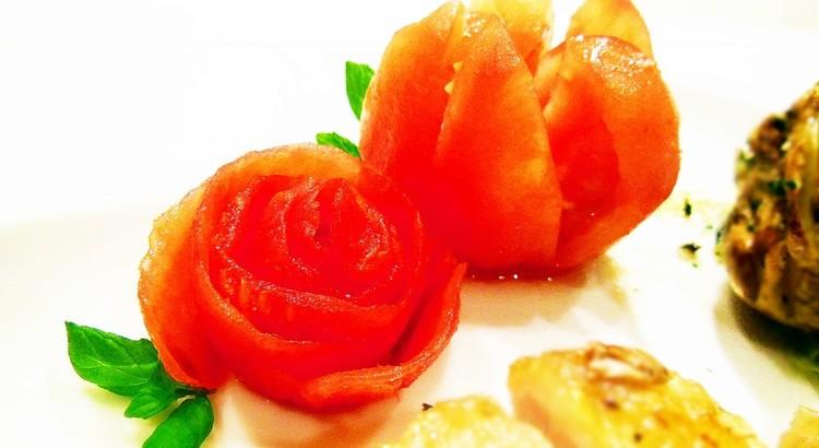 トマトやオレンジの飾り切り