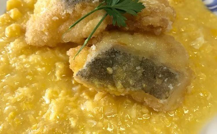 揚げ魚のスイートコーンソース(粟米斑塊)