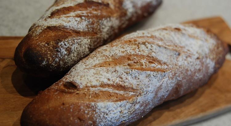 手ごねパンと料理FOODISH