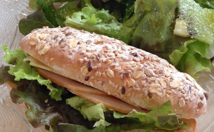 こねないで作る雑穀セミハードパン、サンドイッチ&キャラメルデザート
