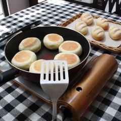 フライパンで作るお手軽お焼きアンパンとハムチーズパン