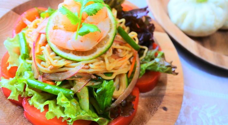 ピリ辛麺の冷たいサラダ(ヤムママー)