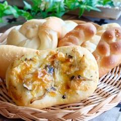 天然酵母塩バターパン2種とバジルきのこパン・馬蹄形パン・特製ランチ付き