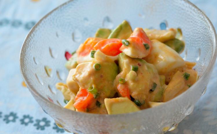 アボカド&キムチ&温玉(半熟玉子)のサラダ