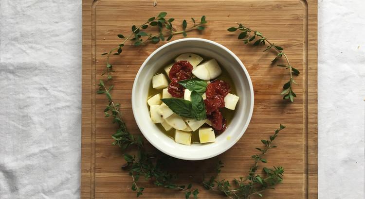 手作りドライトマトとモッツァレラチーズのオイル漬け
