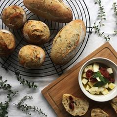 自家製酵母パン!爽やかタイム香るパン2種、ドライトマト&チーズ