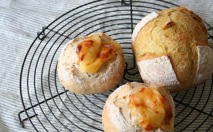 自家製酵母パン!カレー風味のカンパーニュ&ごまごまフロマージュ