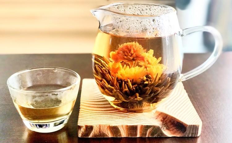 花が咲く緑茶