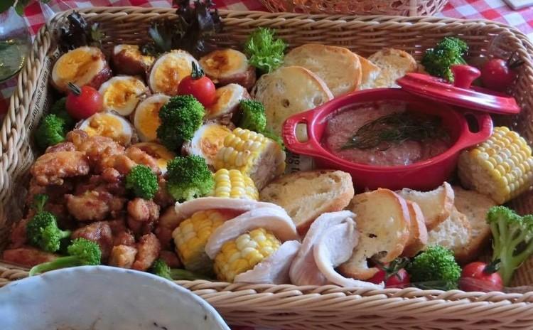 簡単レバーペーストと普段のご飯でおもてなし。