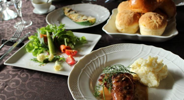 簡単豪華、ハーブのサルティンボッカ。鎌倉野菜ズッキーニボートグラタン