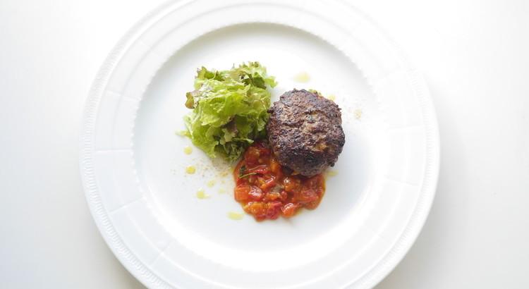 肉汁溢れる大人のハンバーグ〜ソーストマトコンカッセ〜