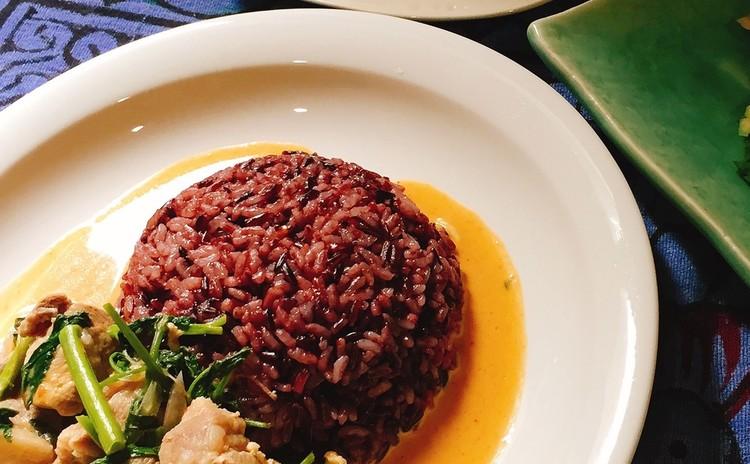 空心菜と豚肉のココナッツカレー&海老のタマリンドソース炒め他1品