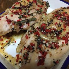 香草たっぷり、しっとりひんやり冷製鶏肉料理!