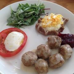 【フィンランド料理】大人も子供も大好きなミートボール、カレリアパイ他