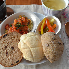 簡単ホームベーカリーで作る・シナモンレーズン食パン・メロンパン2種