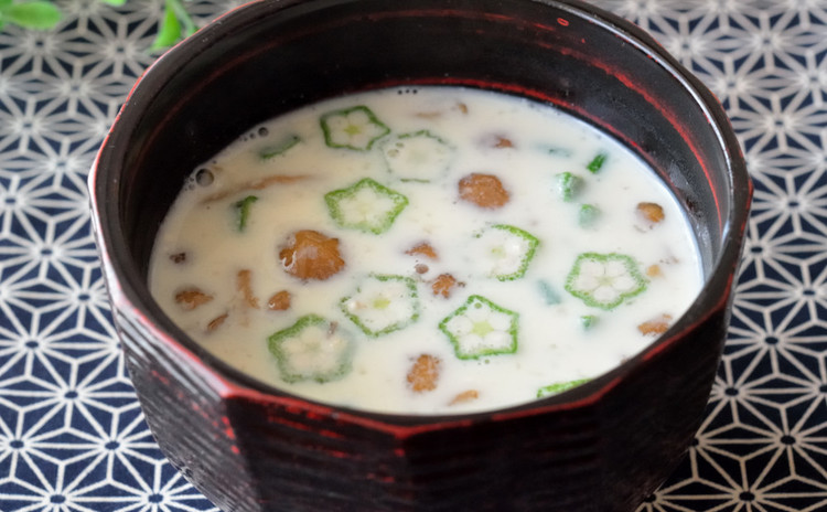 なめことオクラの豆乳味噌スープ