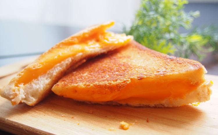 大人のグリルドチーズサンドイッチ