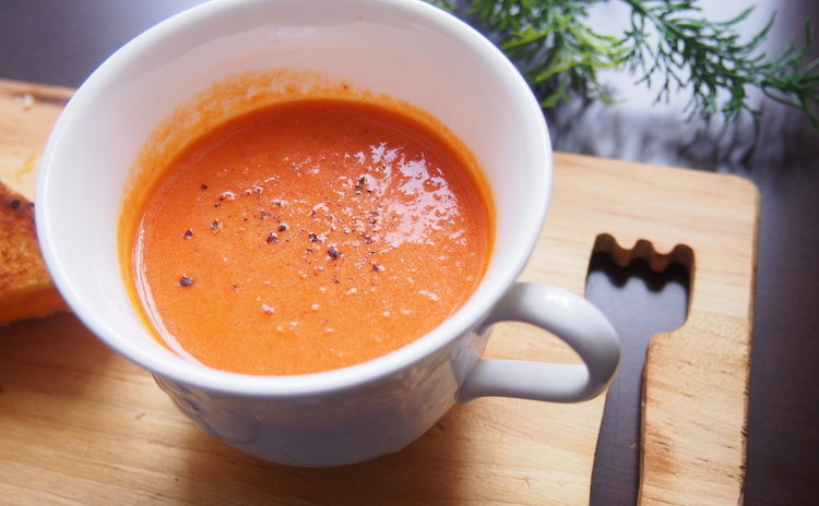 うま味たっぷり!トマト&ハーブのスープ