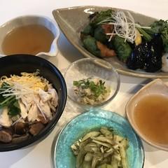鹿児島の郷土料理 鶏飯、海老しんじょ、鶏皮ポン酢、季節の浅漬け