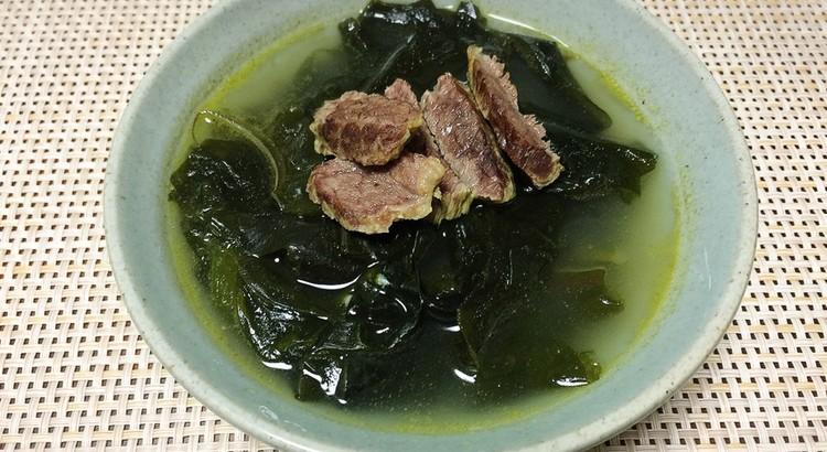 牛肉のワカメスープ