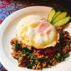 人気タイ料理メニュー2品ガパオライス&海老と春雨の蒸し焼き