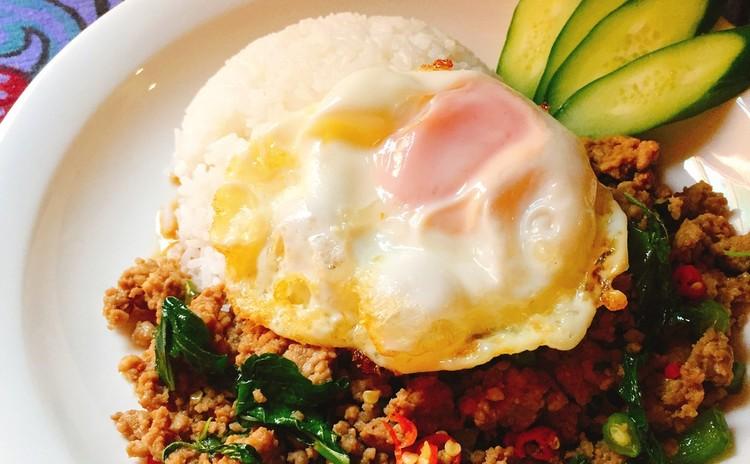 人気タイ料理メニュー2品ガパオライス&海老と春雨の蒸し焼き&メロン入りタピオカココナッツ
