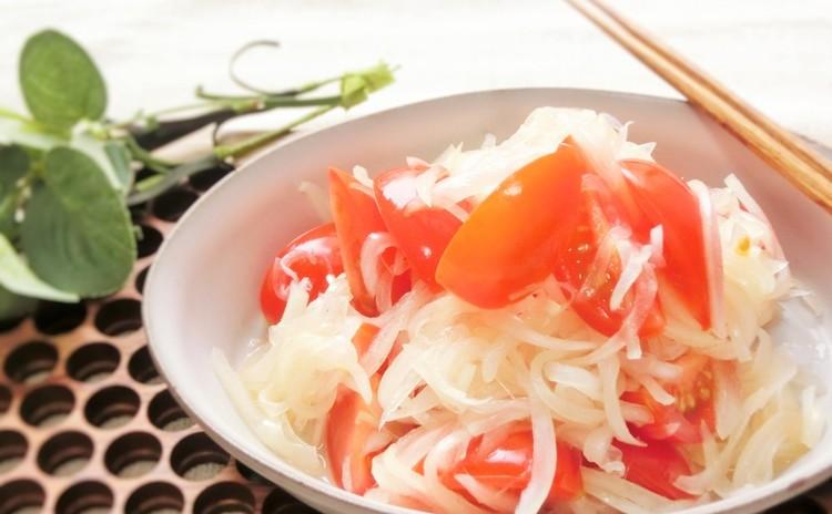 トマトと玉ねぎのカチュンバル(インドのサラダ)