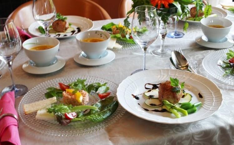 ハロウィンにも使えるポーピエット&カボチャワインスープ&鮭のリエット