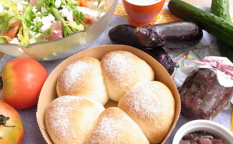 ちぎり豆乳パンと秋の茄子ジャム&手作りリコッタチーズのサラダ