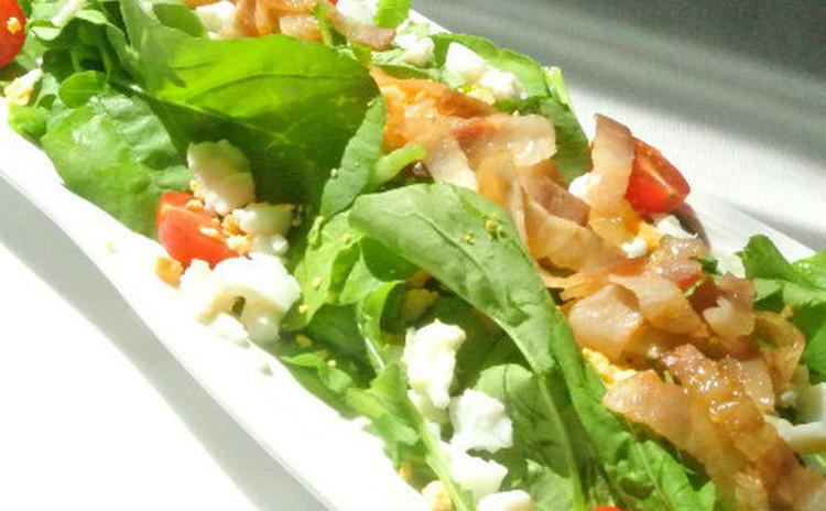 ルッコラ(またはほうれん草)のミモザサラダ