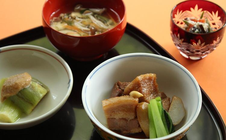 コトコト煮込んだ豚の角煮でおうち和ごはん
