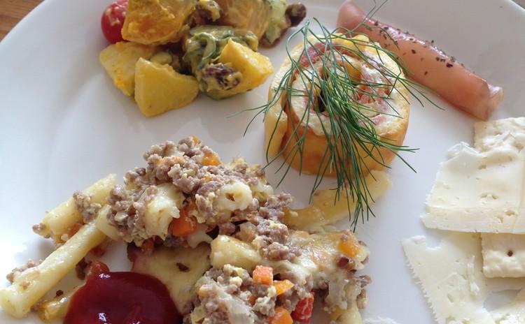 【フィンランド料理】ふっくらマカロニグラタン、サーモンチーズロール他