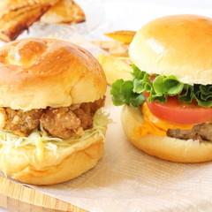 まさかのハンバーガー2種類生地からパテもオニオンリングとアップルパイ