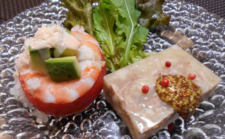 海老とトマトとアボガドのサラダカクテルソース添え