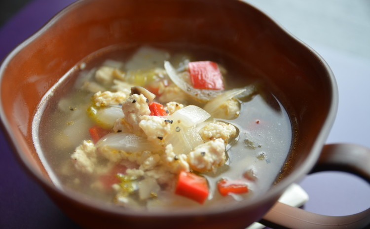 ☆シンプルにたっぷり野菜の鶏挽き肉スープ