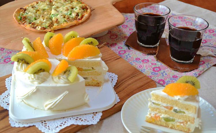 ふんわりデコレーションケーキとサクサクピザでパーティーを華やかに!