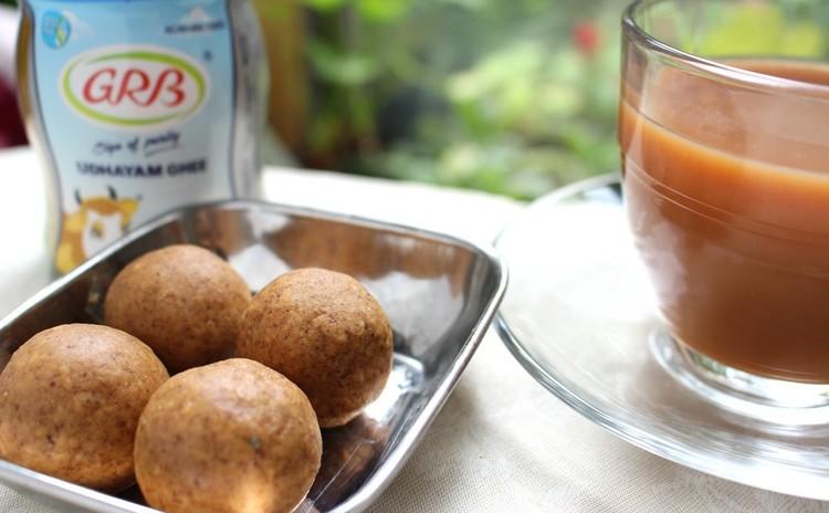 ベスン ラッドゥ(ベスン粉とギーのお菓子)