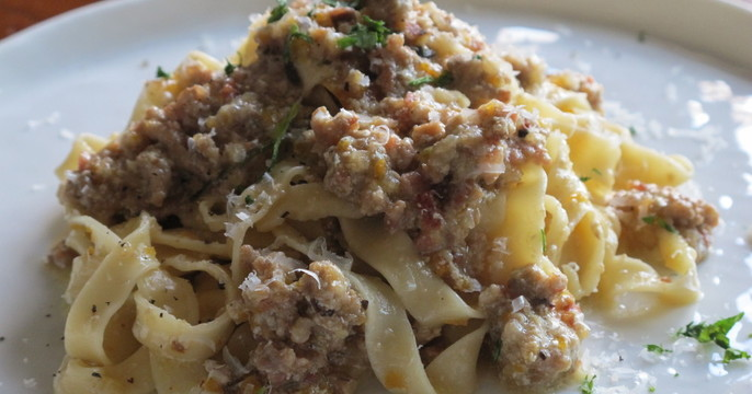 豚肉の白いラグーポルチーニ風味、生パスタタリアテッレで。