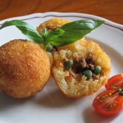 イタリアのライスコロッケ「アランチーニ」とさっぱりとしたサーモンマリネ