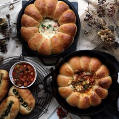 自家製酵母パン!話題のスキレットブレッド2種&カラフルオリーブパン
