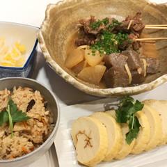 牛スジの味噌煮込み、かしわ飯、伊達巻、柿なま酢
