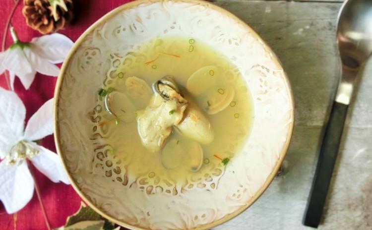 牡蠣とアサリのスープ サフラン風味