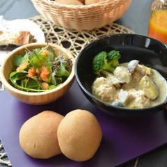 リクエスト日本の伝統的な調味料を使ったエビ肉団子の豆乳クリームシチュー