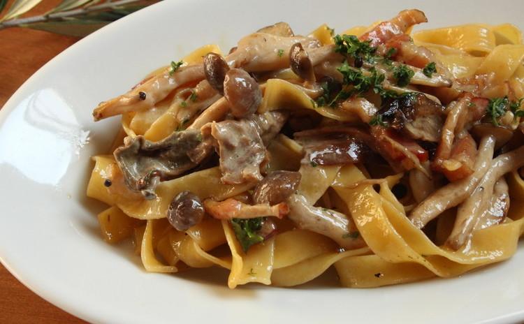 秋のイタリア食堂 ポルチーニ茸のクリームパスタとミラノ風チキンカツレツ