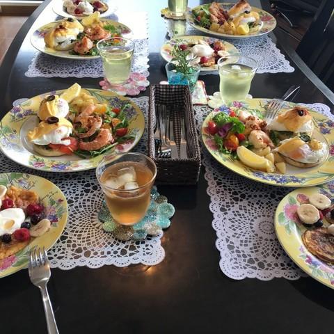 イングリッシュマフィン エッグベネディクト ガーリックシュリンプ ハワイアンパンケーキ